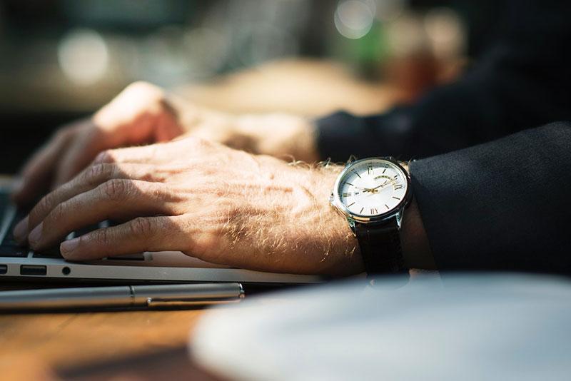 【自動で充電&時刻調整!!】ソーラー電波腕時計の選び方&おすすめ6選